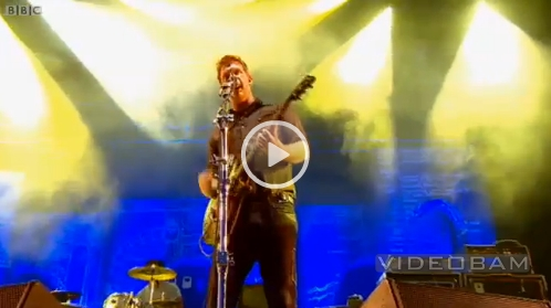 Queens of the Stone Age live @ Glastonbury Festival 2011 (Screenshot: somekindofawesome.com)