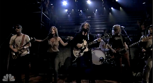 Broken Social Scene & Leslie Feist live @ Late Night With Jimmy Fallon, 06/06/13 (Screenshot: NBC)